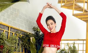 Hoa hậu Diễm Hương khoe dáng với thời trang Xuân Ngọc