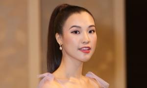 Á hậu Hoàng Oanh stress trước ngày cưới