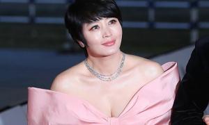 Kim Hye Soo để tóc tém