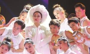 Hoàng Thùy Linh ma mị trên sân khấu