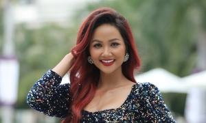 H'Hen Niê 'nhuộm' tóc đỏ