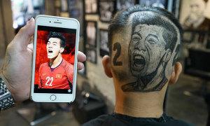 Fan cắt tóc theo khuôn mặt Tiến Linh để cổ vũ U22 Việt Nam