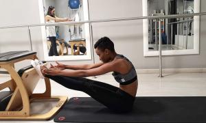 Tân Hoa hậu Hoàn vũ chăm tập pilates giữ dáng