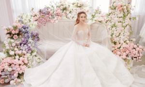 'Bạn gái tin đồn' của Bùi Tiến Dũng diện váy cưới