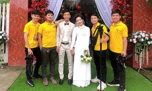 Tiền vệ Phan Văn Đức hỏi vợ