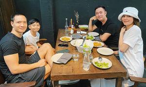 Ảnh sao 27/12: Mẹ con Hồ Ngọc Hà đi ăn cùng Kim Lý