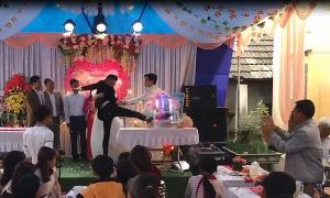 Chú rể đập phá trong đám cưới