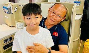 Mẹ con Hồ Ngọc Hà gặp HLV Park Hang-seo