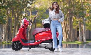 Hot girl An Vy sắm xe máy đi du xuân