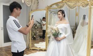 Váy cưới tối giản của vợ Văn Đức