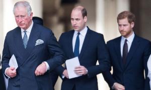 Charles và William có thể xa cách hơn vì thiếu Harry