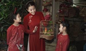 Thanh Hương cùng hai con đi chợ Tết