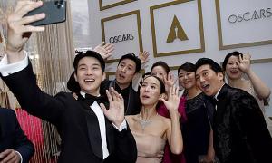 Dàn sao 'Ký sinh trùng' trên thảm đỏ Oscar