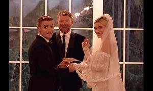 Justin Bieber nói vấp trong lễ cưới