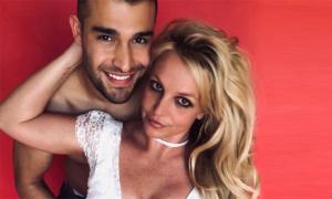 Britney Spears mừng sinh nhật bồ trẻ