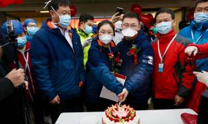 Đám cưới tại bệnh viện dã chiến Vũ Hán