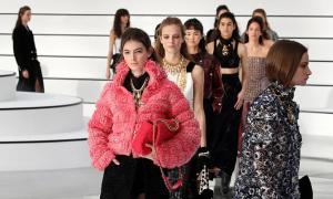 Chanel dựng sân khấu tối giản cho show Thu đông