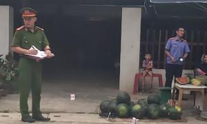 Hai người đàn ông bắn gục con nợ trước cổng