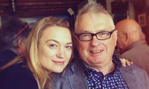 Bố nữ diễn viên 'Transformers' qua đời vì nCoV