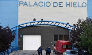 Sân trượt băng ở Madrid chuyển thành nhà xác