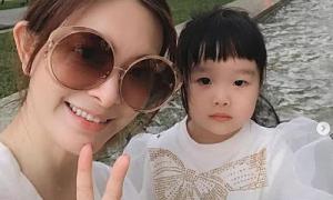 Con gái 4 tuổi vẫn chờ Lưu Chân về nhà