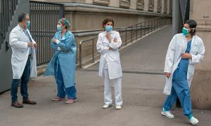 Gần 10.000 nhân viên y tế Tây Ban Nha mắc Covid-19