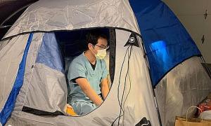 Bác sĩ Covid-19 ngủ ở gara để bảo vệ vợ con