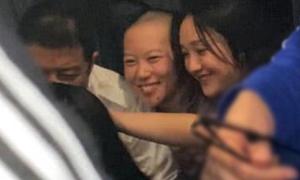 Châu Tấn tình tứ với con gái Vương Phi