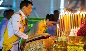 Vua Thái bay từ Đức về dự tiệc giữa lệnh phong tỏa