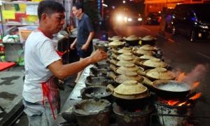 Quán cơm gà tay cầm 40 năm dùng một đầu bếp