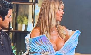 Heidi Klum bị chê khoe ngực quá đà