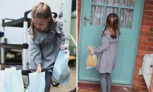 Công chúa Charlotte đi phát mì