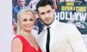 Britney Spears bị bố cấm sinh con với bồ trẻ