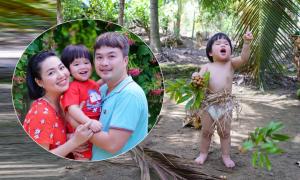 Con trai Lê Khánh đóng khố lá chuối