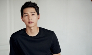 Song Joong Ki đảo lộn công việc vì Covid-19