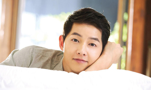 Song Joong Ki phủ nhận yêu nữ luật sư