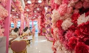 Tiệm cà phê ngập hoa gần phố Tây ở Bangkok