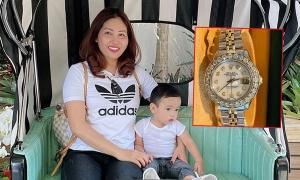 Phạm Hương tặng mẹ đồng hồ 500 triệu đồng