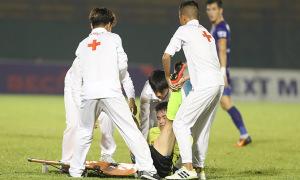 'Cầu thủ Hà Nội bị quăng lên cáng' chấn thương nặng