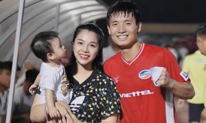 Vợ con vào Quảng Nam chúc mừng Bùi Tiến Dũng