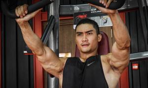 Lương Gia Huy tập cật lực để giữ body 6 múi