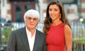 Vợ kém 55 tuổi của tỷ phú F1 sinh con trai