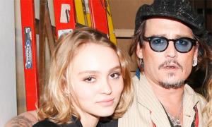 Johnny Depp cho con gái dùng cần sa năm 13 tuổi