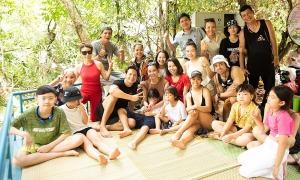 Gia đình Hồ Ngọc Hà khám phá động Phong Nha