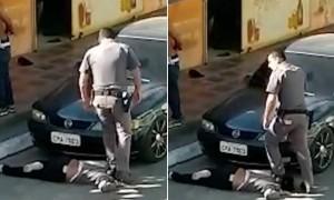 Cảnh sát Brazil dẫm chân lên cổ phụ nữ da đen