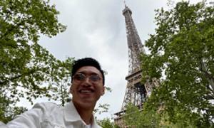 Văn Hậu sang Paris chơi