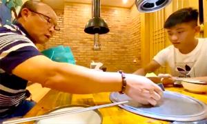 Vợ chồng Phan Văn Đức ăn tối cùng HLV Park