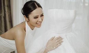 Váy cưới tối giản tôn nét kiêu sa của nàng dâu