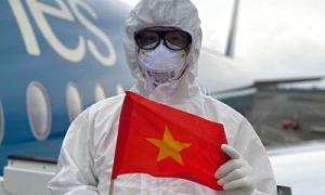 Tiếp viên mặc ba lớp bảo hộ trên chuyến bay từ Guinea Xích đạo
