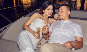 Oanh Yến cùng chồng đại gia nằm du thuyền ngắm Sài Gòn